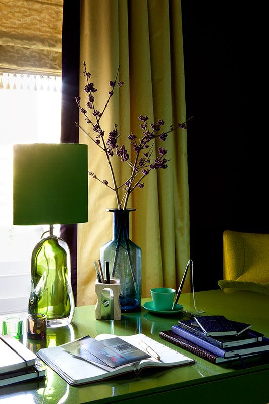 pretty emerald green details, lamp and desk