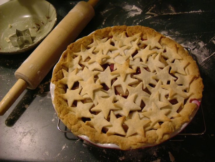 LOVE the stars. raspberry pear pie!   Food and Drinks   Pinterest