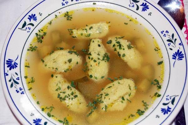 Grizgaluska leves (semolina dumpling soup)