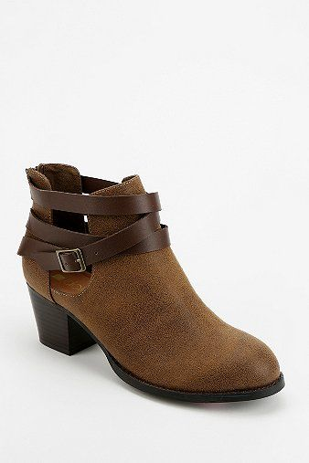 Dolcetta Cutout Boot