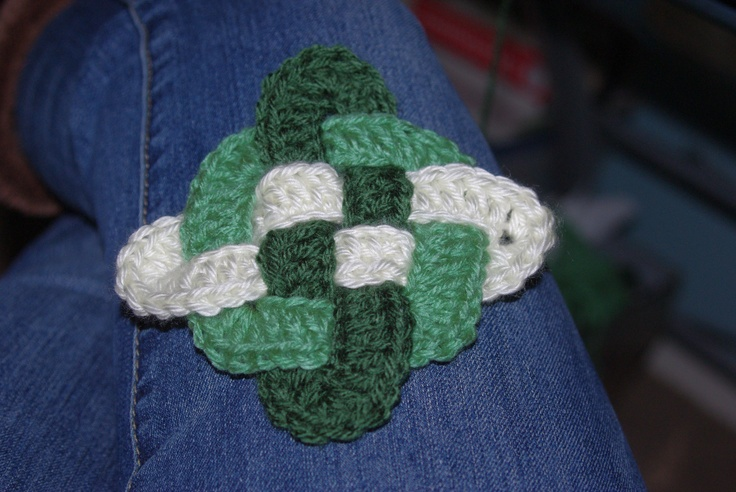 Crochet Knot : Crocheted Celtic Knot *Crochet - Irish inspired Pinterest