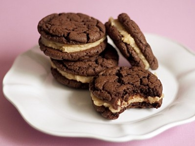 Peanut Butter Sandwich Cookies With Milk Chocolate Filling ...