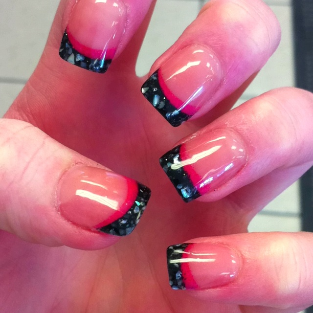 Black w/ seashells and pink tipped gels