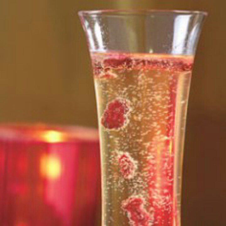 Champagne & raspberry! | Drinking Creatively | Pinterest