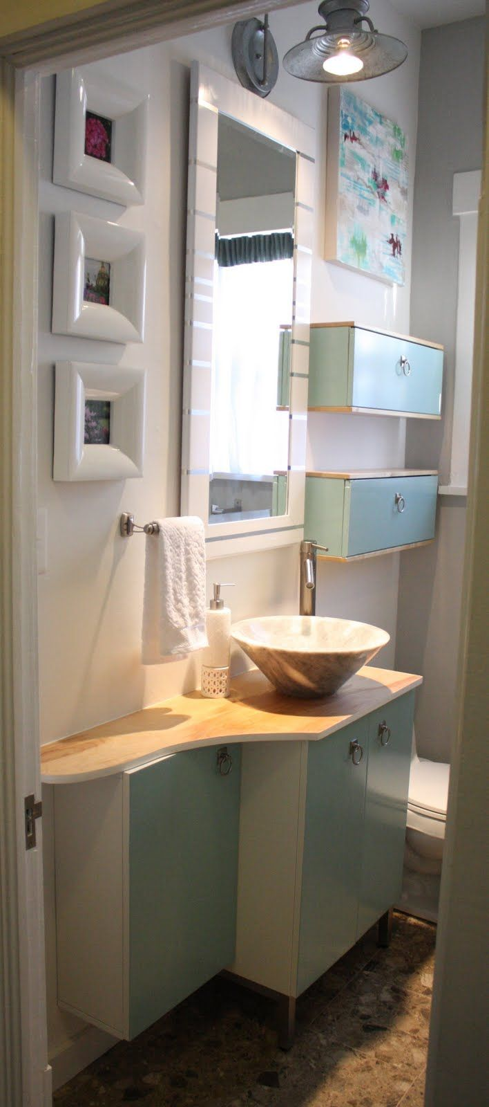 2 horizontal medicine cabinets