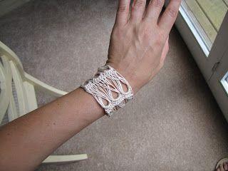 Pattern translation – Broomstick Lace Bracelet | UK