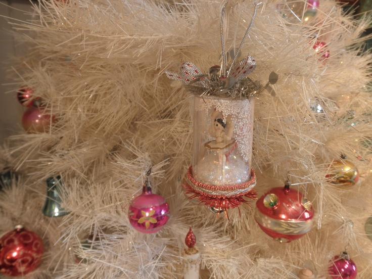 Pill bottle ornament crafts pinterest for Medicine bottle crafts