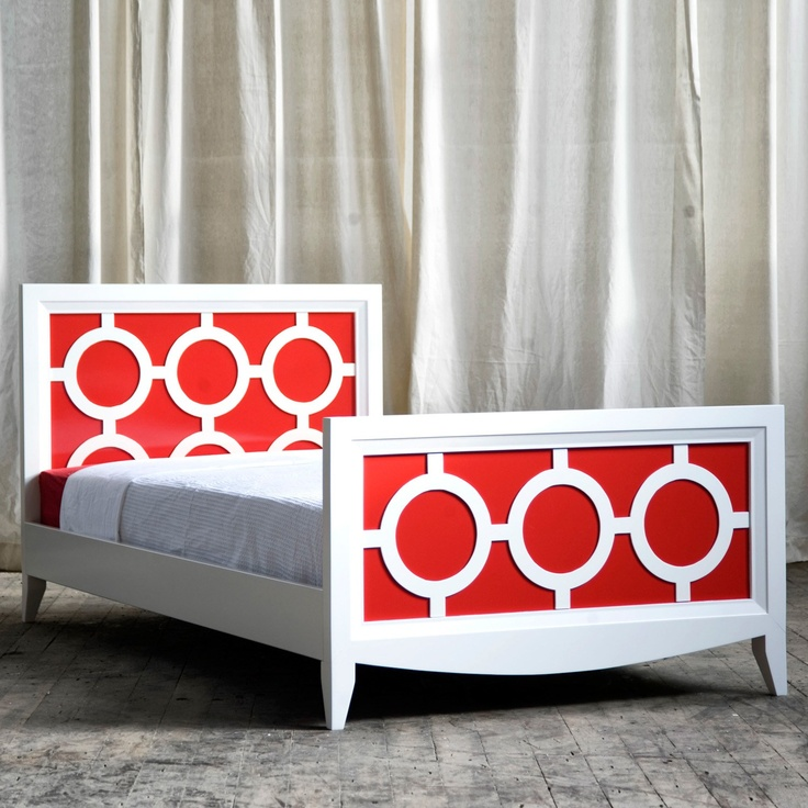 Cozy with a contemporary touch! The New Traditionalists Regency Youth Bed from @Layla Grayce #laylagrayce #newtraditionalists #youthbed