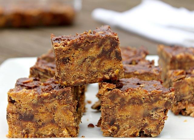 No-Bake Crispy Corn Flake Chocolate Peanut Butter Bars ...