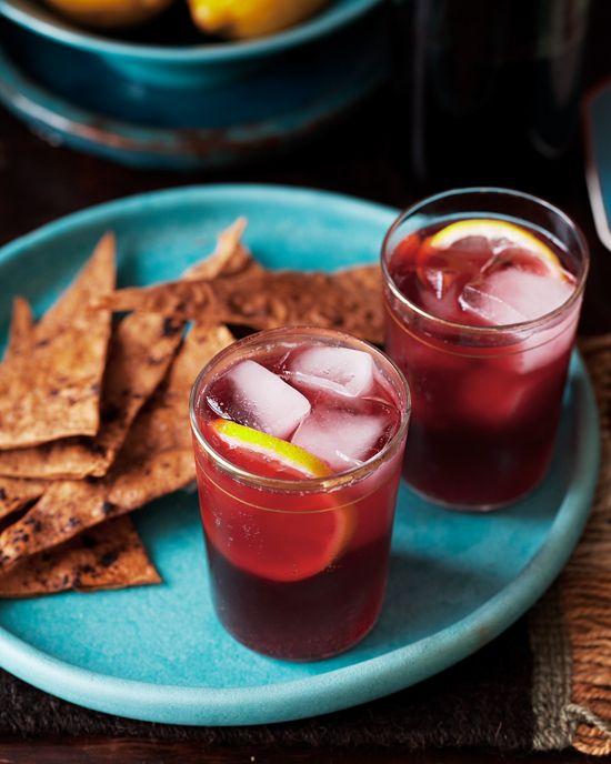 Tinto de Verano: Ice cubes; 1 (750ml) bottle inexpensive Spanish red wine;   Sparkling (naturally sweetened) lemonade or any not-too-sweet lemon - lime beverage; Fresh lemon slices