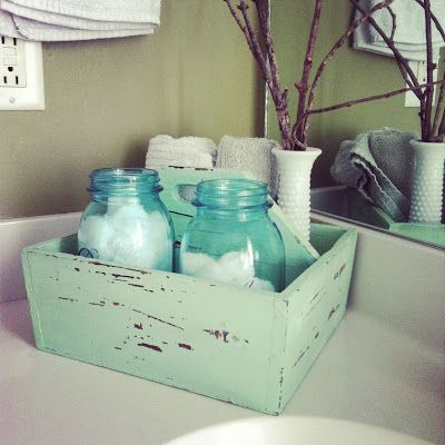 Keep on Rowland: Chippy mint organizer for bathroom supplies