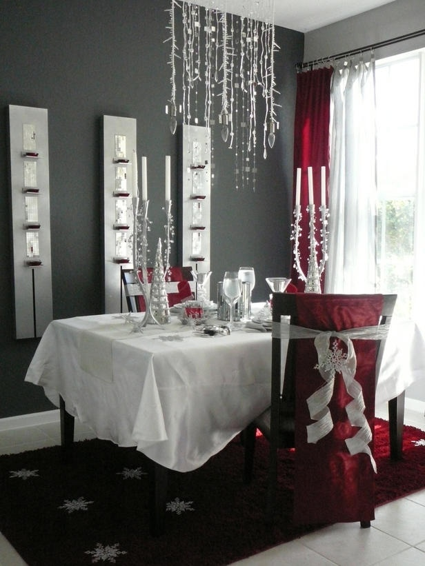 Christmas decor for the dining room...love the easy ... | chair covers