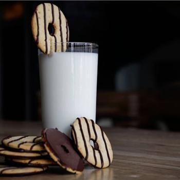 Homemade Keebler Fudge Stripe Cookies - use vegan butter. #veganized!