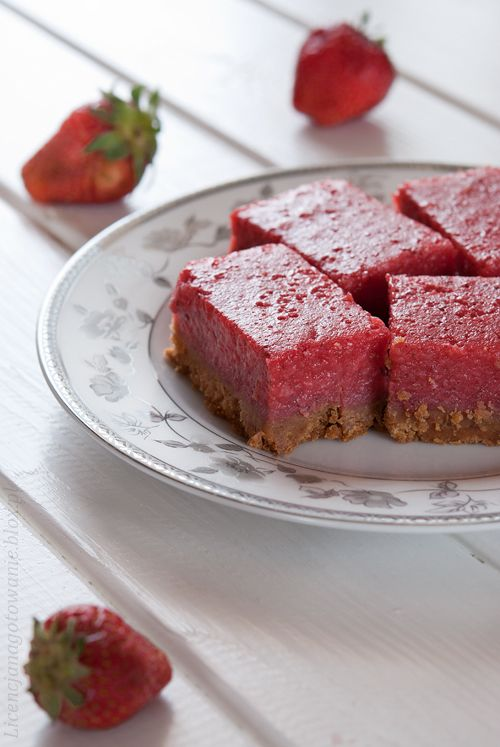 strawberry lemon bars (there's a link for the recipe in English)