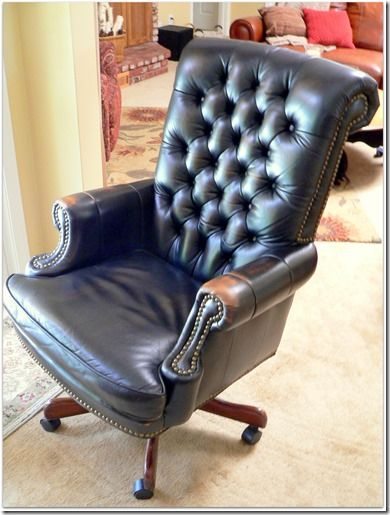 spray painting a vinyl fake faux leather chair with vinyl spray paint. Black Bedroom Furniture Sets. Home Design Ideas