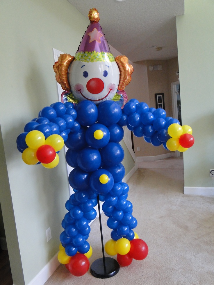 Balloon clown sculpture circus and popcorn party pinterest for Clown dekoration