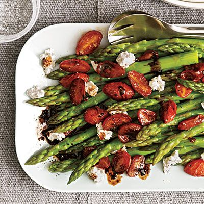 cooking light easy veggie side: asparagus w/balsamic tomatoes