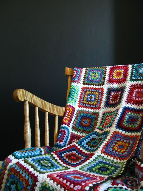 Scrappy Granny Blanket by terhimon, with a video on how to join the squares.