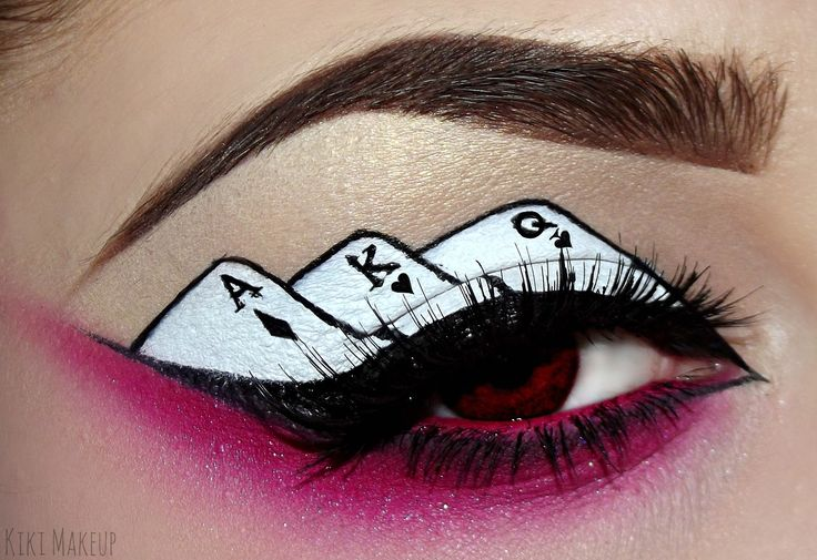 card makeup queen of hearts eye makeup for queen of hearts costume from Alice in Wonderland. Great costume makeup for Halloween #queenofhearts #costume #makeup #eyemakeup #eye