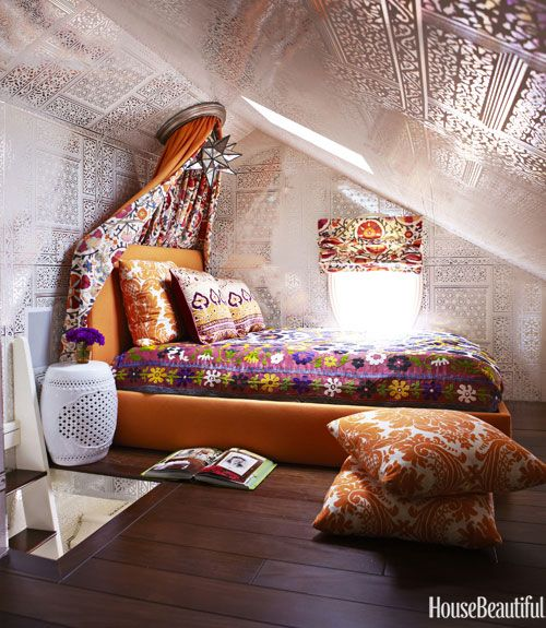 Super groovy teenage girl's attic bedroom -- all in harmony. | housebeautiful.com Photo by Victoria Pearson