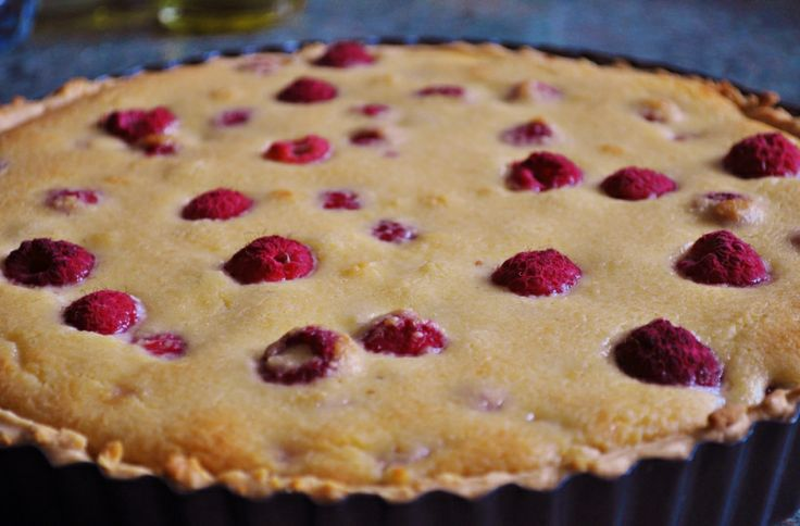 Raspberry and Almond Tart | Sweets for the sweet! | Pinterest