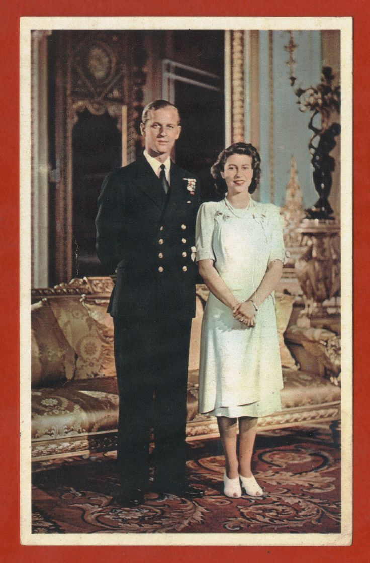 royalty uk set 2 postcards a young queen elizabeth and