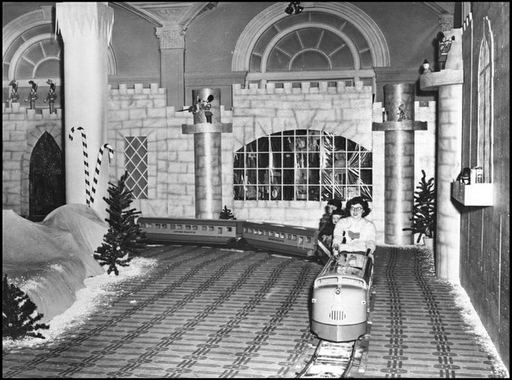 Brandeis Dept Store - Omaha, NE. 1950's 60's SANTALAND Christmas railway!