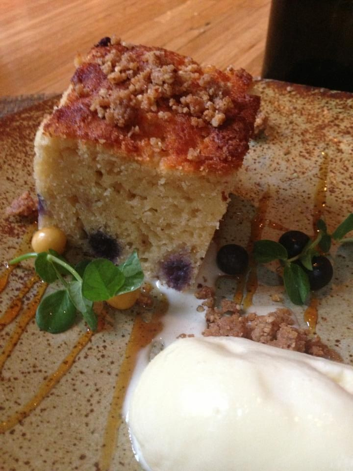 Blueberry crumb cake with caramel sauce | BLUEBERRY RECIPES | Pintere ...