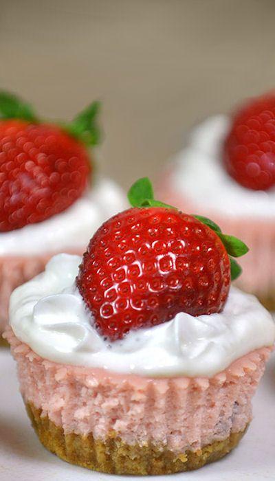 Skinny Mini Strawberry Cheesecakes | Desert foods | Pinterest