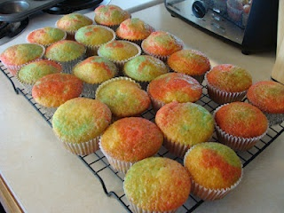 Bits Of Everything: Tie-Dye Fruity Cupcakes Recipe