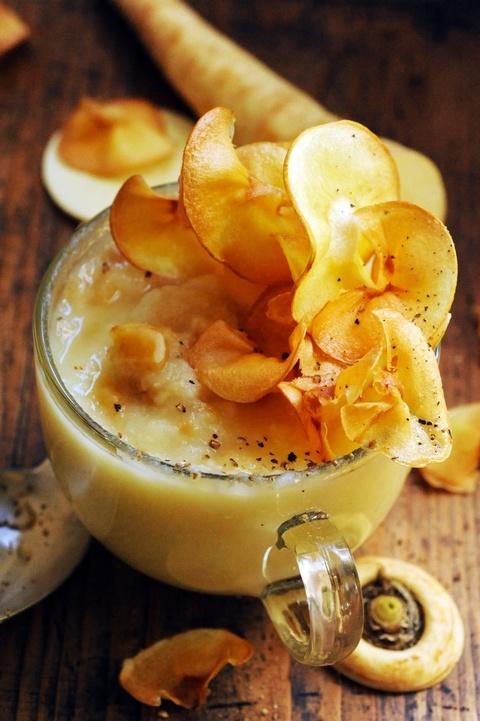 parsnip soup with parsnip chips - doriancuisine.com