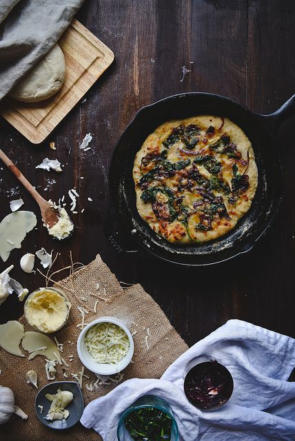 spinach, caramelized onion, & roasted garlic white pizza by Two Red ...