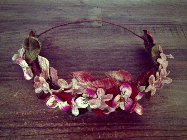 Coronas de flores para novias e invitadas #boda #complementos