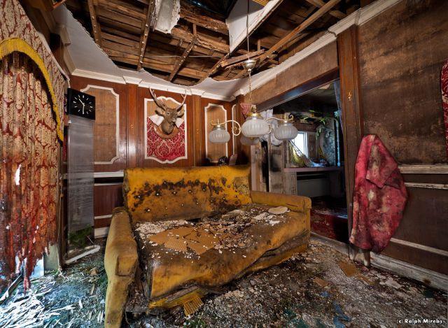 Abandoned Hotel in Japan (44 pics) - Izismile.com
