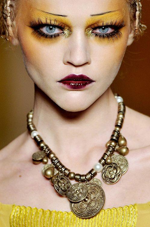 Runway makeup : creative makeup : Pinterest