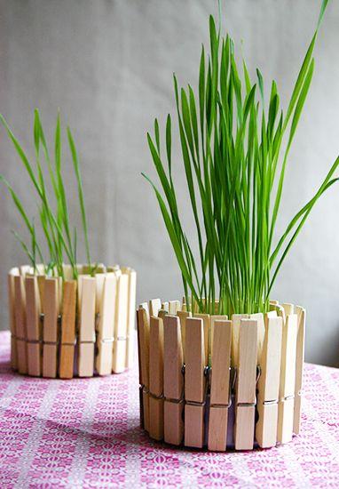 8 chic Easter décor DIYs // Clothespin planter #entertaining #easter #diy #spring