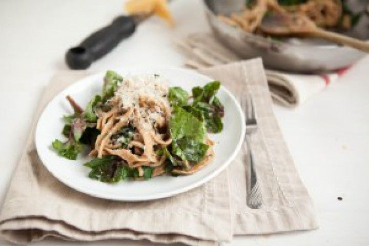 Spinach And Homemade Pasta With Garlic Butter Sauce Recipe ...