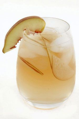 White Hot Peach Sangria adapted from Cafe del Rey in Marina del Rey by Susan Wade via LATimes: Flavored with vanilla bean and red pepper flakes for a touch of heat. #Drinks #Sangria #Peach_Sangria #Cafe_del_Rey #Susan_Wade #Marin_del_Rey #California