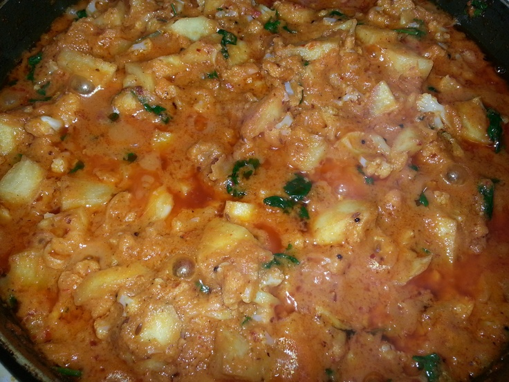 ... Fried Potatoes and Cauliflower in Rich creamy Onion and Tomato Sauce