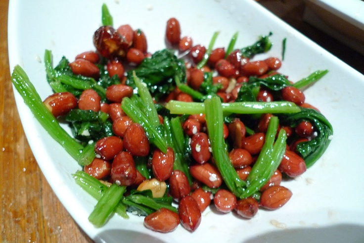 chinese cold dish - 花生菠菜- peanuts and spinach, so good!