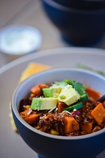 veggie quinoa chili - www.scalingbackblog.com