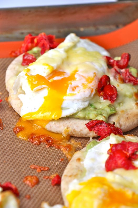 ... pita, creamy avocado, bacon a fried egg // www.cupcakesncurries.com
