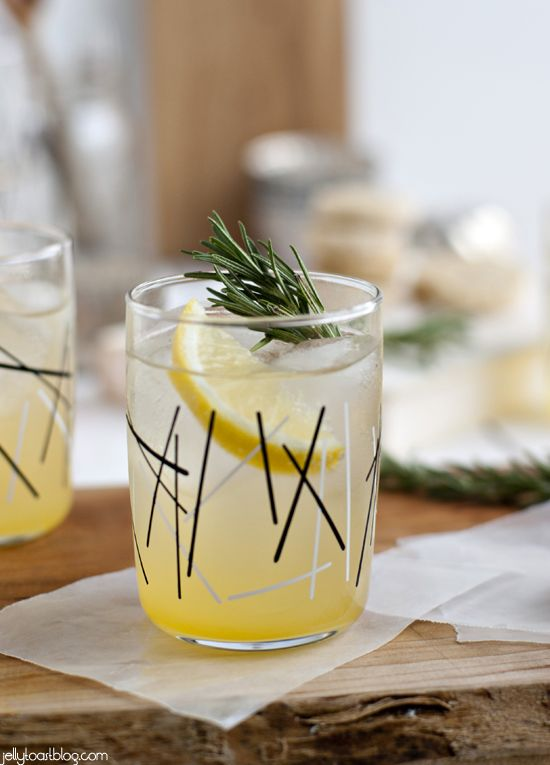 rosemary lemon shortbread + a rosemary citrus spritzer - Jelly Toast