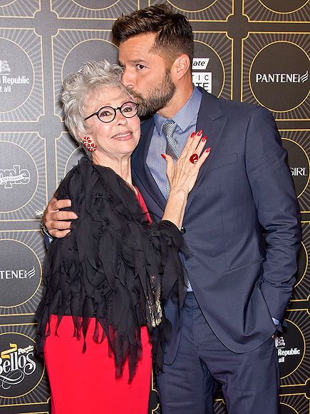 Rita Moreno looked timelessly fabulous in perfectly round black specs on the red carpet, with the gorg Ricky Martin by her side! She's still got it!
