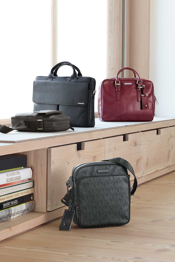gr en michael kors tasche aus safian leder und schicke flight bag. Black Bedroom Furniture Sets. Home Design Ideas