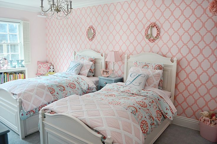 Shared big girl room with amazing stenciled pink accent wall - #biggirlroom #pink