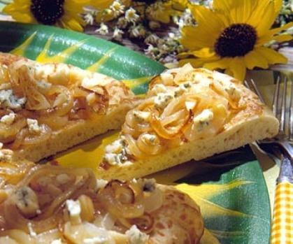 Caramelized Onion and Gorgonzola Pizza | MakeBakeEatDrink | Pinterest