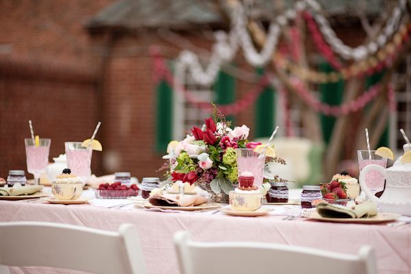 Berry-Pink-Wedding-Table