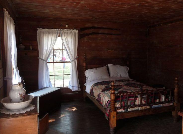 1800 39 s bedroom victorian decor pinterest for Bed rooms pics