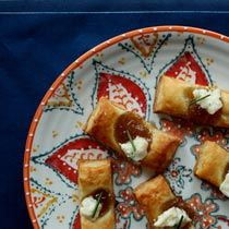 Fig and Blue Cheese Bites. Would be awesome with a habanero + brie ...